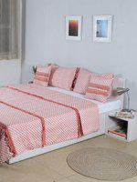 House This Peach-Coloured & White Bed Covers With 2 Pillow Covers & 2 Cushion Covers
